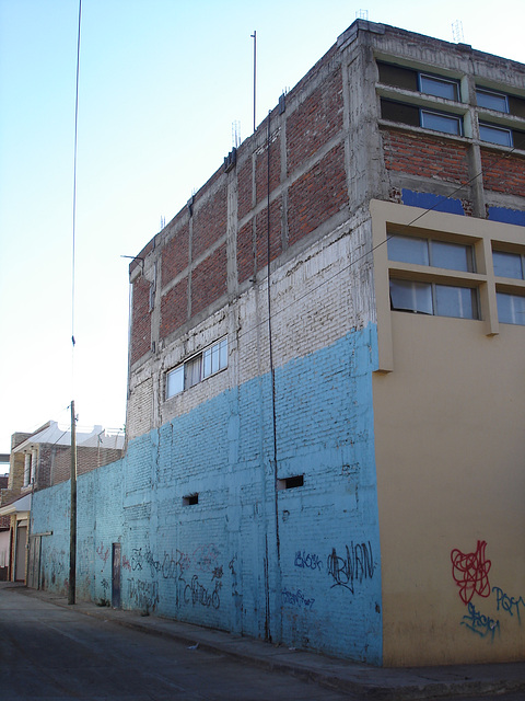Façade & graffitis - March 27th 2011.