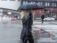 Umbrella blond Lady in high-heeled boots / Dame blonde au parapluie en bottes à talons hauts -  26 octobre 2008