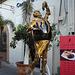 Statue Carlos & Albert aux poulaines dorées / Golden statue