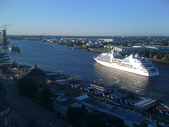Die MS EUROPA 2 vom 15. Stockwerk des Empire Riverside Hotels aus gesehen / IMG 4803