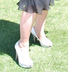Dame Martine en talons hauts / Lady Martine in high heels  - Photo originale / 9 juin 2011