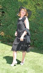 Dame Martine en talons hauts / Lady Martine in high heels  - Photo originale / 9 juin 2011 - Recadrage