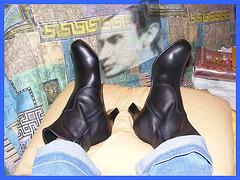 Pénalty.....ahahah......Lécheur de bottes / Boots licker.