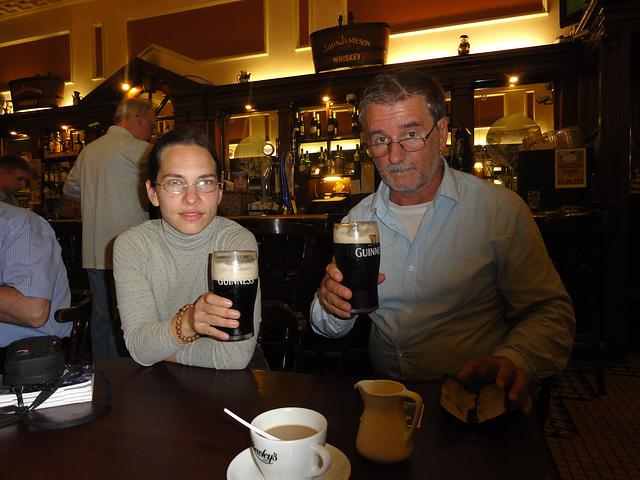 Viziti irlandajn pub-ojn