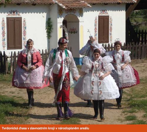 Tradiciaj popolkostumoj de la regiono Podluží ĉirkaŭ Břeclav