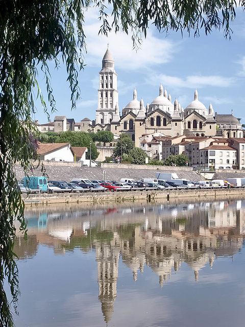 P6278613ac Périgueux Byzantine Cathedral St Front Mirroring in Isle River