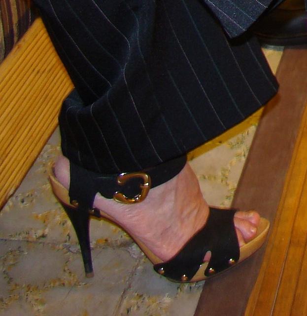 Mon amie Elisabeth en talons hauts / Elisabeth's high heels / Elisabeth con sus Zapatos altos - Recadrage