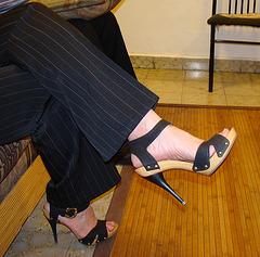 Mon amie Elisabeth en talons hauts / Elisabeth's high heels / Elisabeth con sus Zapatos altos -Recadrage
