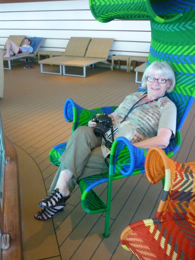 Christiane en talons hauts / Christiane in high heels - 30 juin 2011 - Photo originale