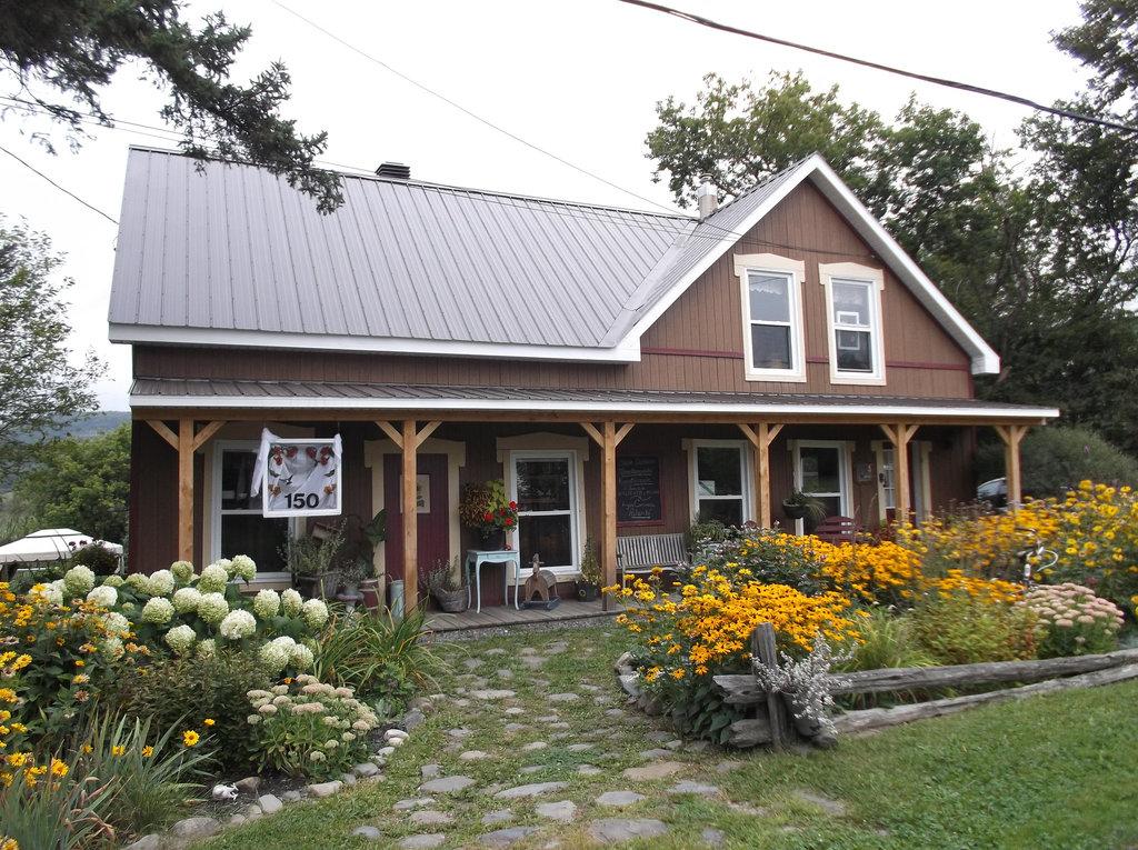 Maison fleurie / Flowery house - 31 août 2012.