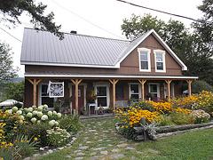 Maison fleurie / Flowery house.