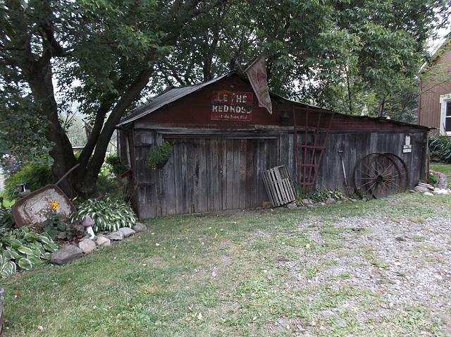 Red rose tea shack / Cabane de thé red rose.