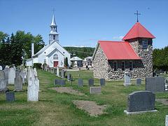 Chapelles et cimetière / Chapels and cemetery.