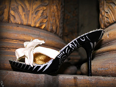 Dame Annick et ses Bilitis à talons hauts / Lady Annick's Bilitis heels - AU PIED DU PILIER ! / 16 avril 2012.