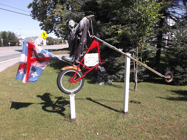 Squelette cycliste / Skeleton biker.