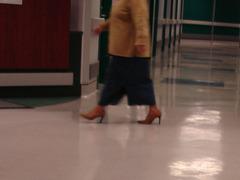 Dame mature de la santé en talons hauts / Health care Lady in high heels
