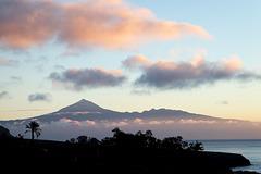Sonnenaufgang am Teide auf Tenerife, gesehen von La Gomera. ©UdoSm