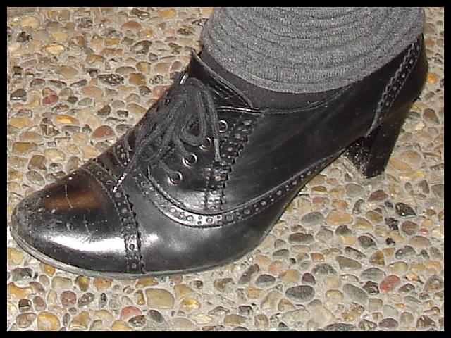Jeune danoise bien en chair en talons hauts / Young chubby Danish Lady on heels - 6 novembre 2007 / Close-up - Recadrage.