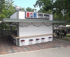 Casse-croûte Chez Mike snack bar.