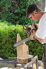 Sculpteur à la tronçonneuse...