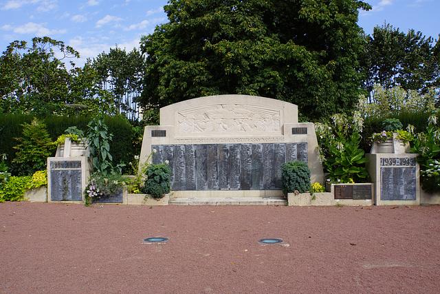 Monumento al la militmortintoj en La Roche-sur-Yon