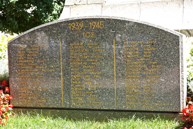 Plako de la monumento al la mortintoj en Les Sables d'Olonne
