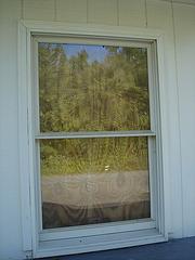 Gas station window reflection / Reflet de fenêtre avec le plein d'essence - 31 août 2010.
