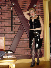 Lady Caliente of Montreal waiting for her slave.
