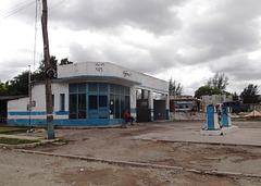 Ancienne station d'essence /  Obsolete gas station