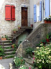 les escaliers fleuris de Ceilhes