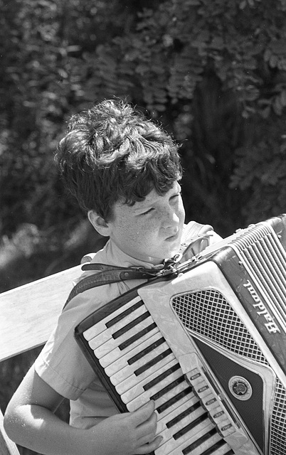 Playing accordionly