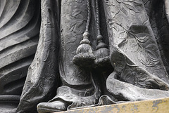 Queen Charlotte's tassels, Queen Square