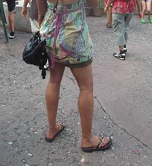Sexy Dame Disneylienne en talons plats / Disneyworld sexy Lady on flats - 27 juillet 2012 / Recadrage