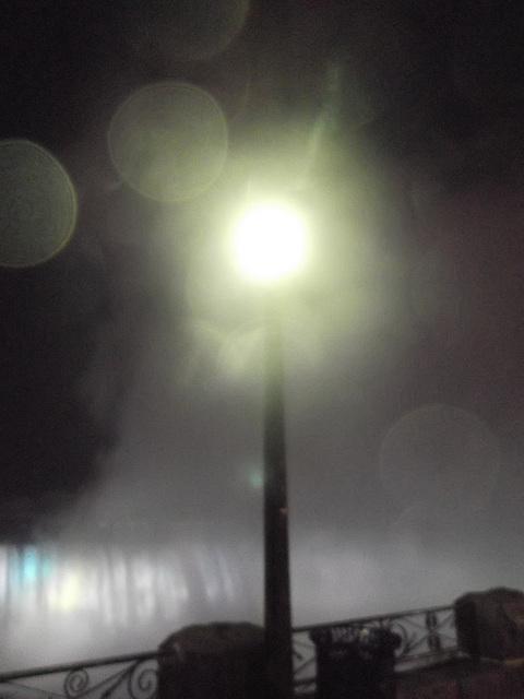 Lampadaire en délire nocturne / Night  street lamp delirium