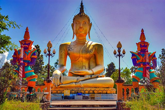 Buddha watching over Mae Sariang
