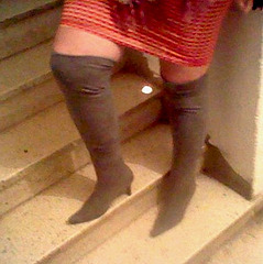La jolie Flory en mode bottes à talons hauts / Sexy Flory in a high-heeled boots mood - 1er octobre 2012.