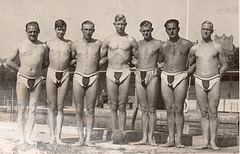 waterpolo in Dreiecksbadehose 1930'
