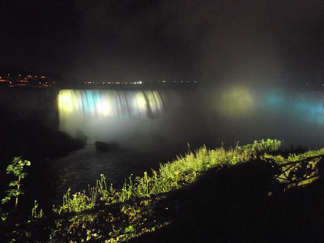 Nagara Falls by the night / Chutes Niagara de soir - 7 juillet 2012