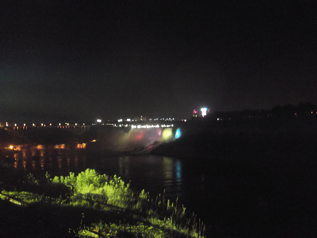 Nagara Falls by the night / Chutes Niagara de soir - 7 juillet 2012