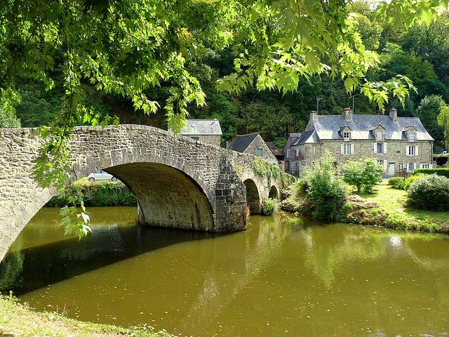 Petit pont de charme sur le canal