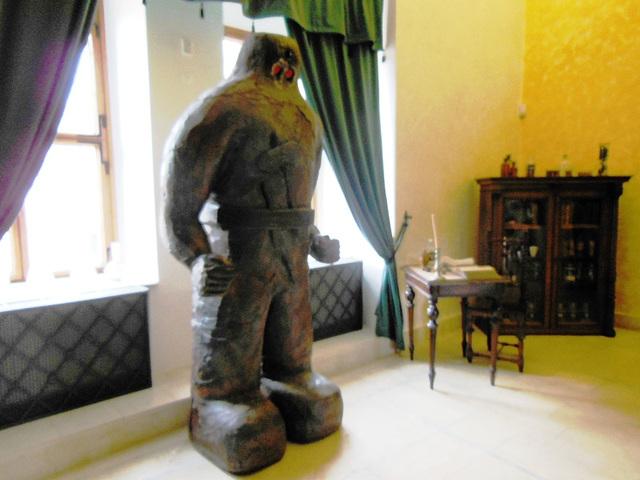 Golemo en la alkemia ekspozicio en la kastelo Moravská Třebová (Ĉeĥio)
