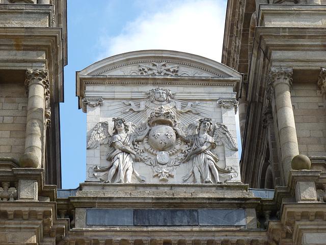 Des anges tout là haut , sur la cathédrale Saint Pierre