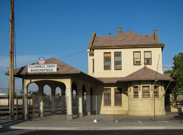 Bakersfield UP station (3425)