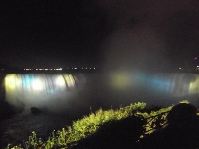 Chutes colorées de soir / Colourful falls by the night - 7 juillet 2012.