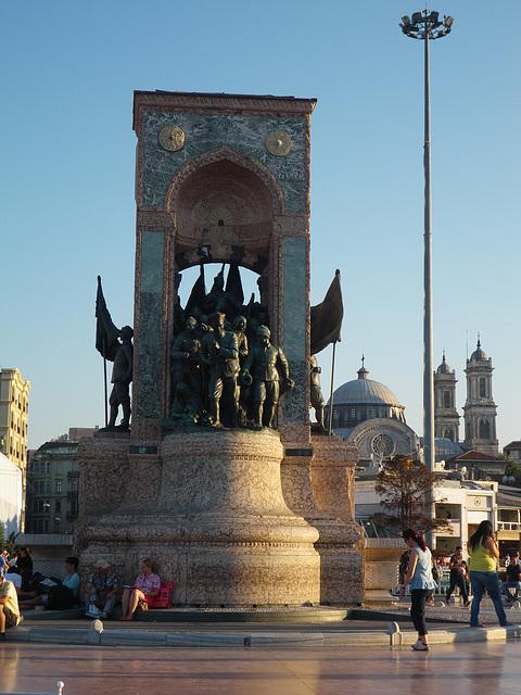 Taksim : monument à la guerre d'indépendance.