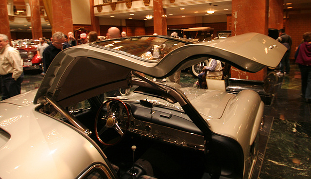 Nethercutt Collection - Mercedes-Benz 300SL Gullwing (8974)