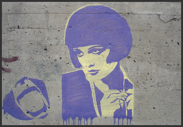 La Dame en bleu à l'oeil géant 13X / The Lady in blue with the 13X big eye - Recadrage.