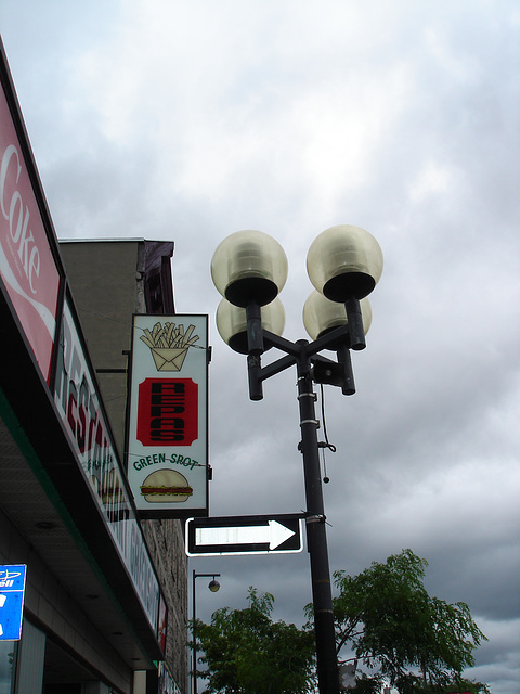 One way on Greenspot restaurant's street lamp.