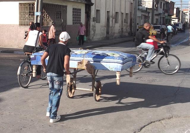 Transporte de colchon / Matress transportation / Transport de matelas - Recadrage
