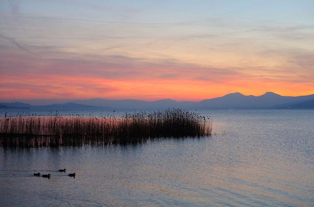 Crépuscule au lac de Neuchâtel....